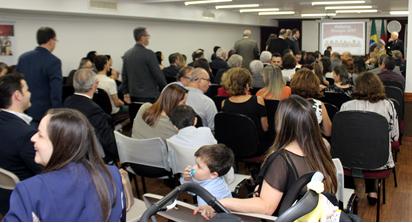 Diretoria, homenageados e familiares lotaram o auditório da SPRS